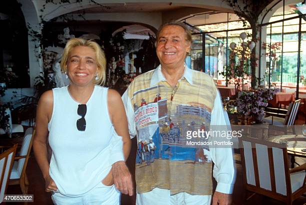 The musician and show man Renzo Arbore native of Foggia arm in arm with the broadcast presenter Mara Venier his fiance of that time in the dining...