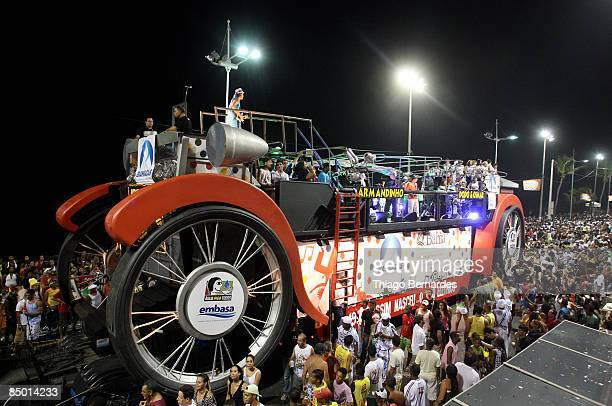 The musician Armandinho son of Osmar Macedo the creator of the music truck in 1950 plays in BarraOndina carnival's track on February 23 2009 in...