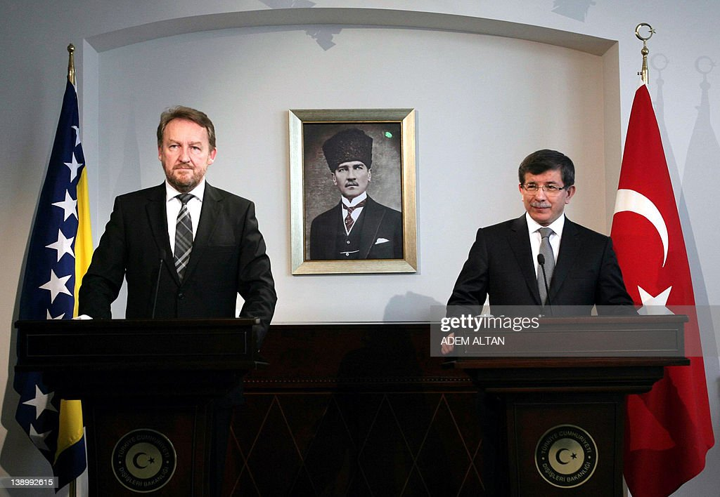 The Muslim member of Bosnia's joint pres : News Photo