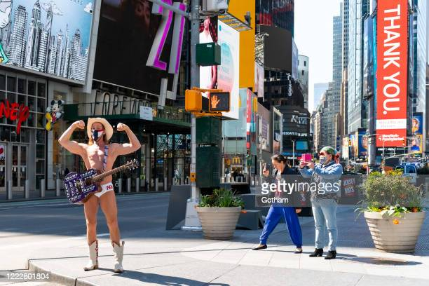 Singing Naked Cowboy   Nothing Is Impossible in New York