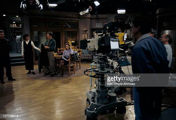 IMPROVEMENT The Naked Truth Airdate February 28 1995 PRODUCTION SHOT OF TIM ALLEN PATRICIA RICHARDSON WILLIAM O