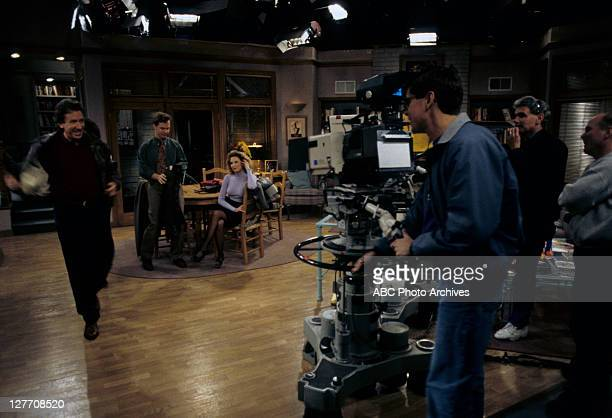 IMPROVEMENT The Naked Truth Airdate February 28 1995 PRODUCTION SHOT OF TIM ALLEN WILLIAM O