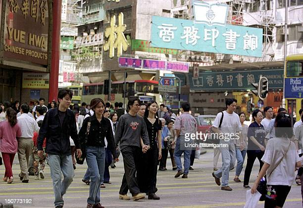 The NathanRoad shopping paradise in the centre of Kowloon