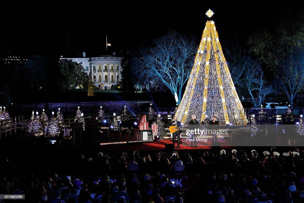 2015 Holiday Shopping Windows - Washington DC : News Photo