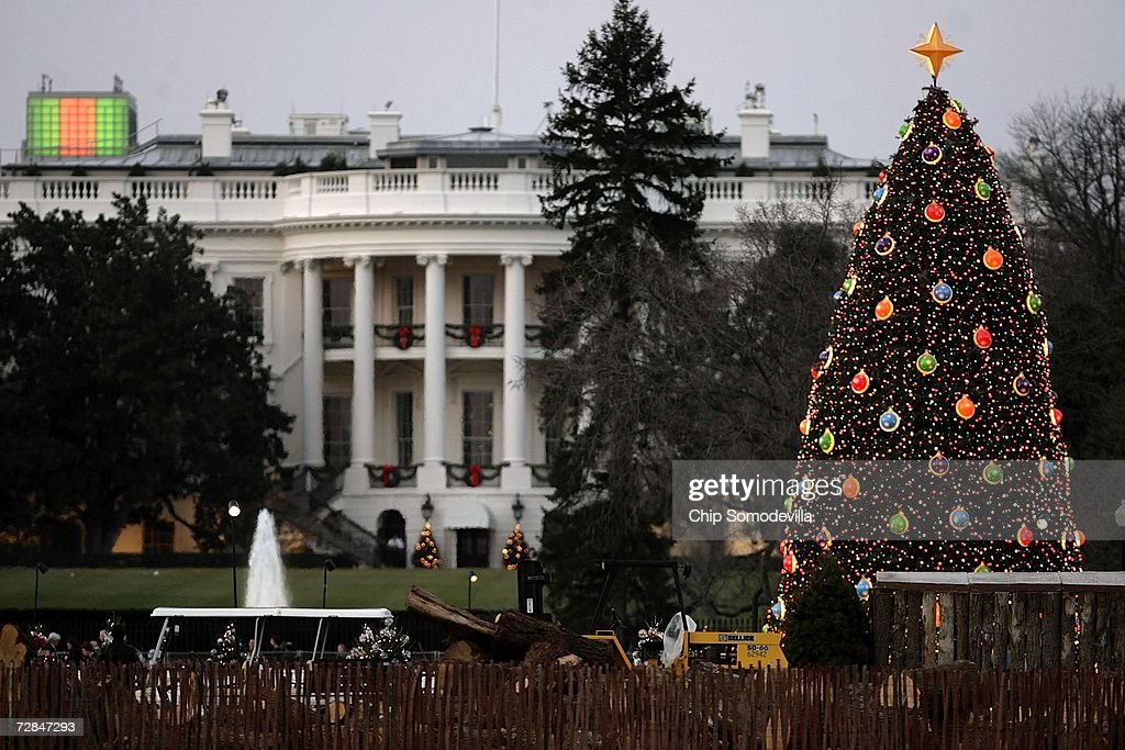 Nations Capitol Gets Festive For Holiday Season : News Photo