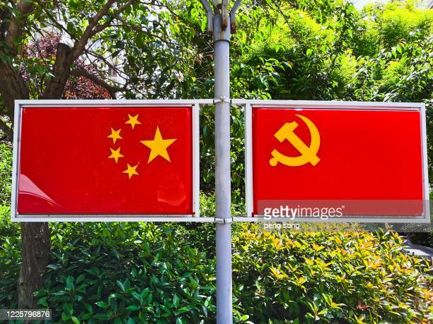 the national flag of china - luogo d'interesse nazionale foto e immagini stock