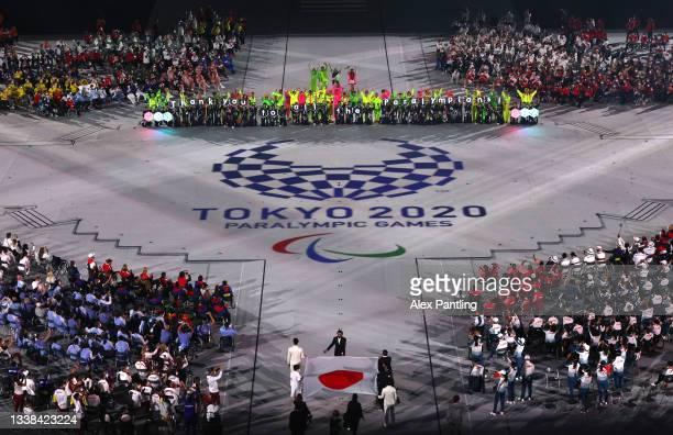 The national flag of Japan is carried into the stadium by Tomoki Sato, Minobe Kasuyazu, Miyuki Yamada, Yamamoto Keiko, Motoki Iwakiri, Koike Sakura...