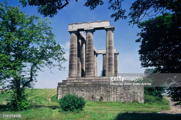 the national monument of scotland, in edinburgh, modelled upon the parthenon in athens, left unfinished in 1829 - victor ovies fotografías e imágenes de stock