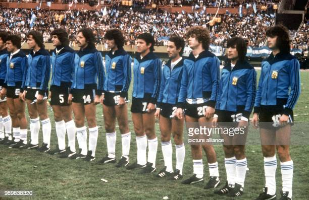 The national team of Argentina lines up for the presentation of the national anthems on 25 June 1978 at Antonio Liberti 'Monumental' Stadium in...