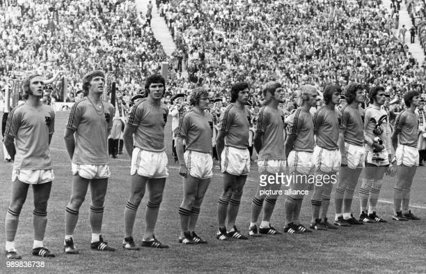 The national team of the Netherlands is lined-up for the presentation of the national anthems prior to the final of the World Cup on 07 July 1974 at...