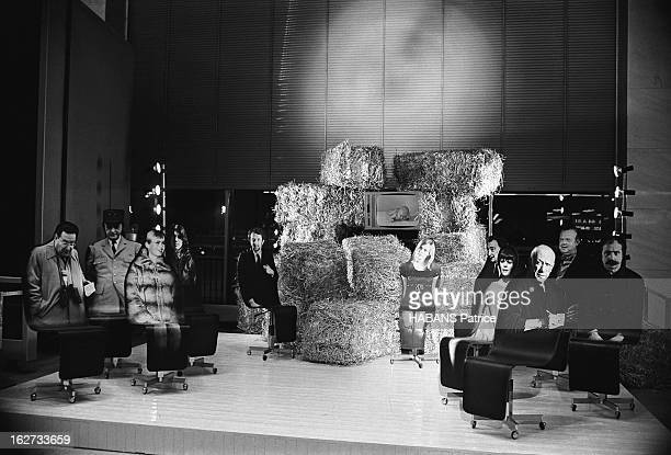 The Nativity Scenes Of Cesar And Dali Installed In The Orly Terminal For Christmas 1966 Orly novembre 1966 Les crèches de Noël 1966 dressées par...