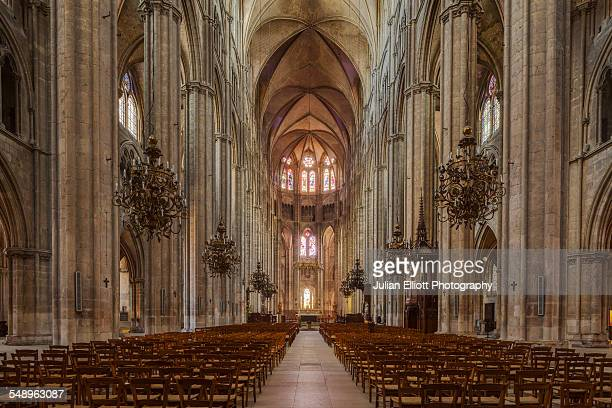 the nave of bourges cathedral, france - bourges imagens e fotografias de stock