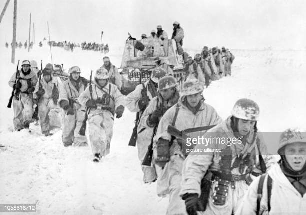The Nazi propaganda picture shows a paratrooper unit of the German Wehrmacht on the Eastern Front. The photo was taken in March 1943. Photo: Berliner...