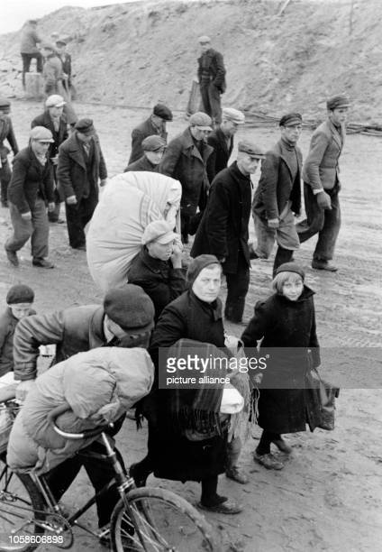 The Nazi propaganda picture shows Volksdeutsche refugees returning to their homeland after the German troops conquered the area in Dirschau September...