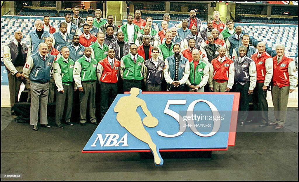 The NBA 50 greatest players pose for a group pictu : Nachrichtenfoto
