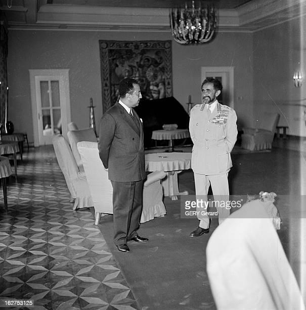 The Negus Haile Selassie And His Son AddisAbeba 17 décembre 1960 Le Negus Hailé SELASSIE en uniforme affichant ses décorations et son fils le Prince...