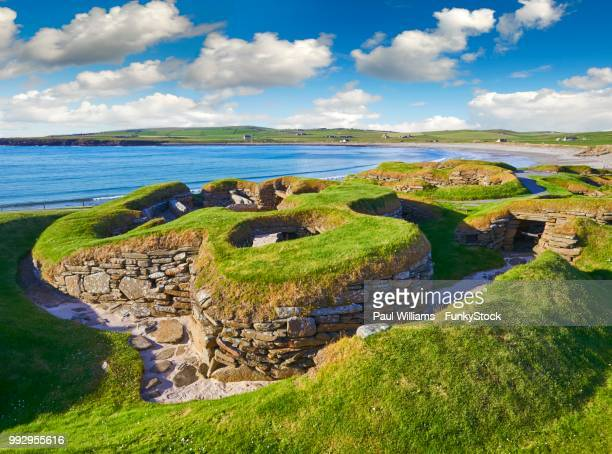 the neolithic settlement of skara brae, circa 3000 bc, the best preserved groups of prehistoric houses in western europe, unesco world heritage site, orkney, scotland, united kingdom - stone age stock photos and pictures