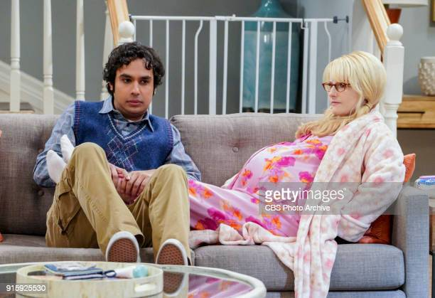 'The Neonatal Nomenclature' Pictured Rajesh Koothrappali and Bernadette When Bernadette won't go into labor all her friends try different tactics to...