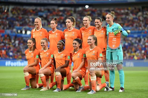 The Netherands players pose for a team photo prior to the 2019 FIFA Women's World Cup France Semi Final match between Netherlands and Sweden at Stade...