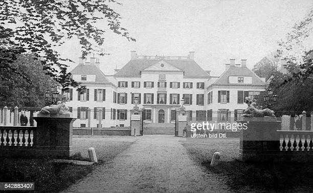 The Netherlands, Het Loo, royal castle, in the North West from Apeldoorn, garden view, date unknown, probably around 1900