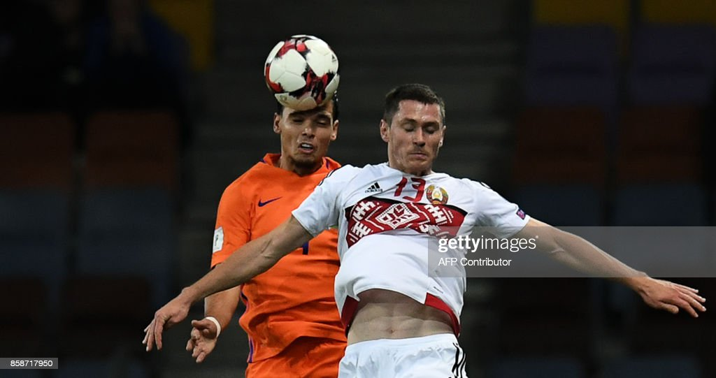 The Netherlands' Karim Rekik (L) and Belarus' forward Nikolai Signevich vie for the ball during the FIFA World Cup 2018 qualification football match between Belarus and the Netherlands in Borisov, outside Minsk, on October 7, 2017. / AFP PHOTO / Yuri KADOBNOV