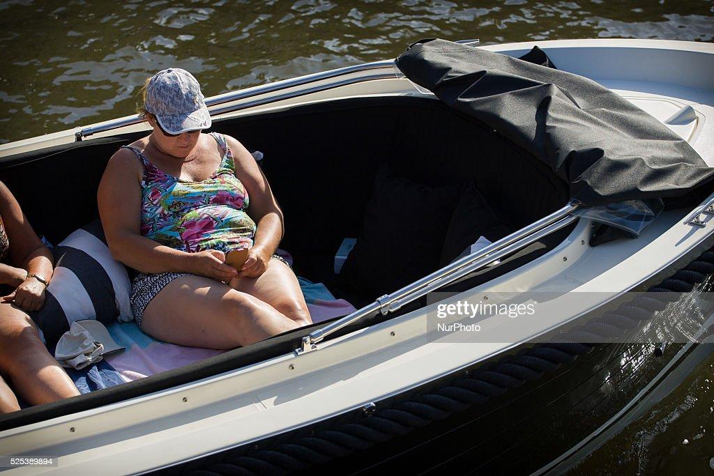 LEIDEN - Temperatures increasing : News Photo