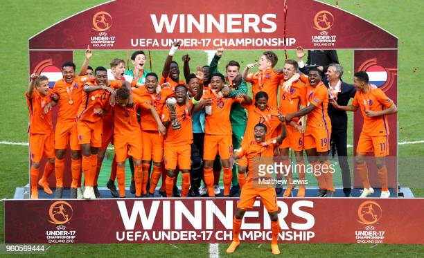 The Netherlands team celebrate victory with the trophy after the UEFA European Under-17 Championship Final between Italy and the Netherlands at New...