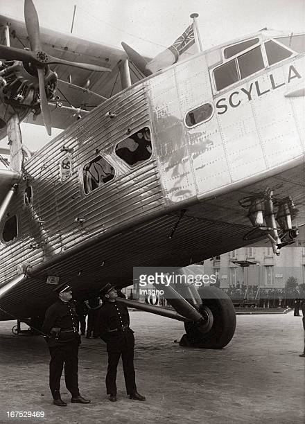 The new English aeroplan SCYLLA at the Paris airport Le Bourget May 1934 Photograph Das neue englische Flugzeug SCYLLA auf dem Pariser Flughafen Le...