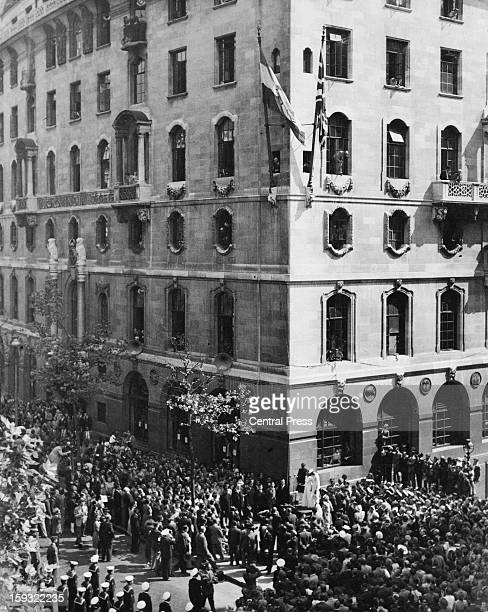 The new flag of India is raised to mark Indian independence at India House Aldwych London 15th August 1947