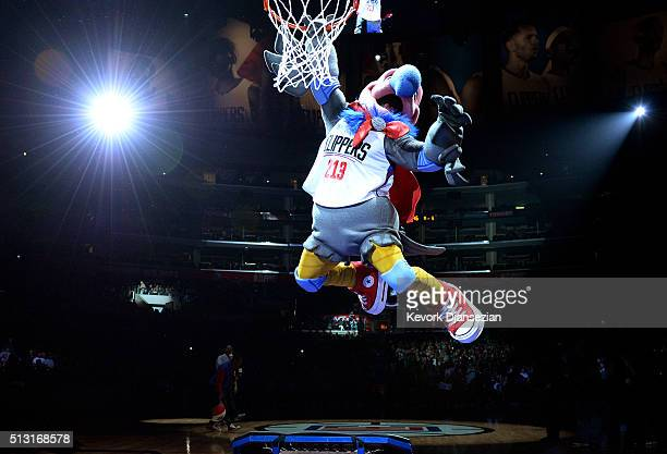 The new Los Angeles Clippers mascot a California Condor named 'Chuck' dunks a basketball after being introduced by Los Angeles Clippers owner Steve...