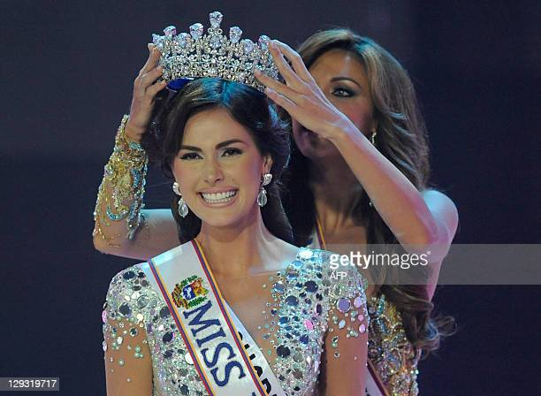 The new Miss Venezuela 2011 Irene Esser is being crowned by Vanessa Goncalves in Caracas on October 15 2011 AFP PHOTO/ Leo RAMIREZ