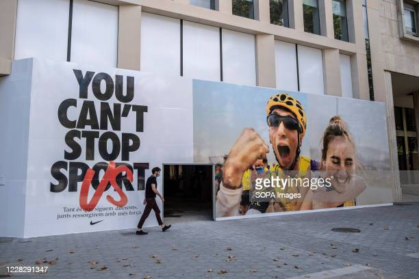 The new Nike advertising campaign is seen at a commercial premises under construction in Passeig de Gràcia. August ends with the largest number of...