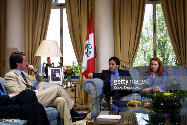 The new President of Peru Alejandro Toledo and his wife are received by JoseMaria Aznar in Madrid