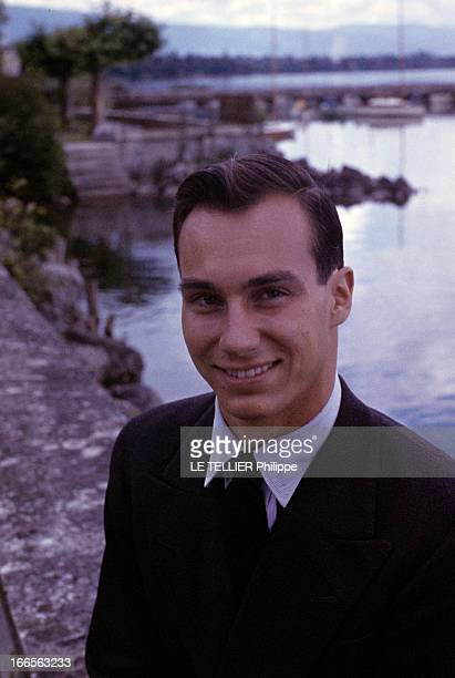 The New Prince Karim Aga Khan Iv In Switzerland After The Death Of The Aga Khan Iii Portrait du prince Karim AGA KHAN IV souriant devant l'eau d'un...