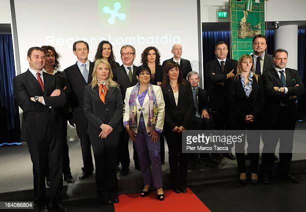 The new Regional Government team Antonio Rossi Maria Cristina Cantu Mario Mantovani Paola Bulbarelli Roberto Maroni Cristina Cappellini Alberto...