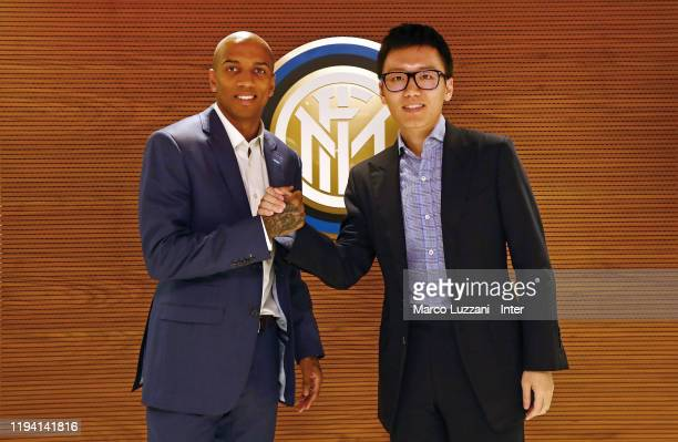 The new signing of FC Internazionale Milano Ashley Young shakes hands with FC Internazionale President Steven Zhang on January 17 2020 in Milan Italy