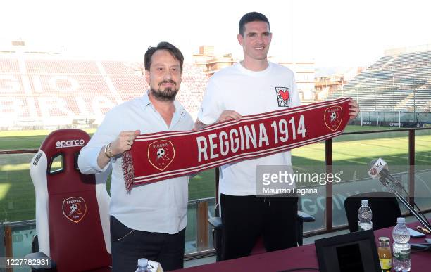 The new signing of Reggina Calcio Kyle Lafferty and president Luca Gallo pose with a Reggina 1914 scarf at Stadio Oreste Granillo on July 25 2020 in...