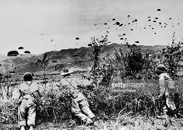 The new tactical Operation CASTOR was begun on November 20, 1953 in Vietnam. The colonial parachutists of Commanders BIGEARD and BRECHIGNAC jumped...