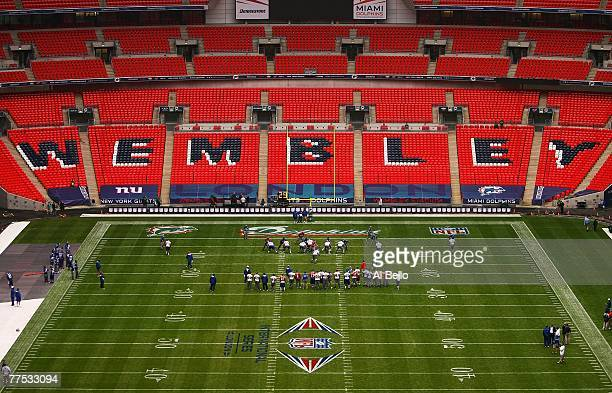 The New York Giants practice during the final walk through before their game against the Miami Dolphins on October 27 2007 at Wembley Stadium in...