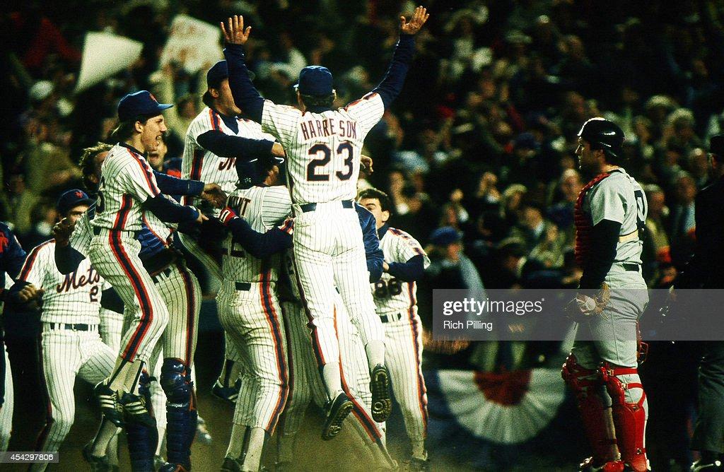 World Series - Boston Red Sox v New York Mets - Game Seven : News Photo