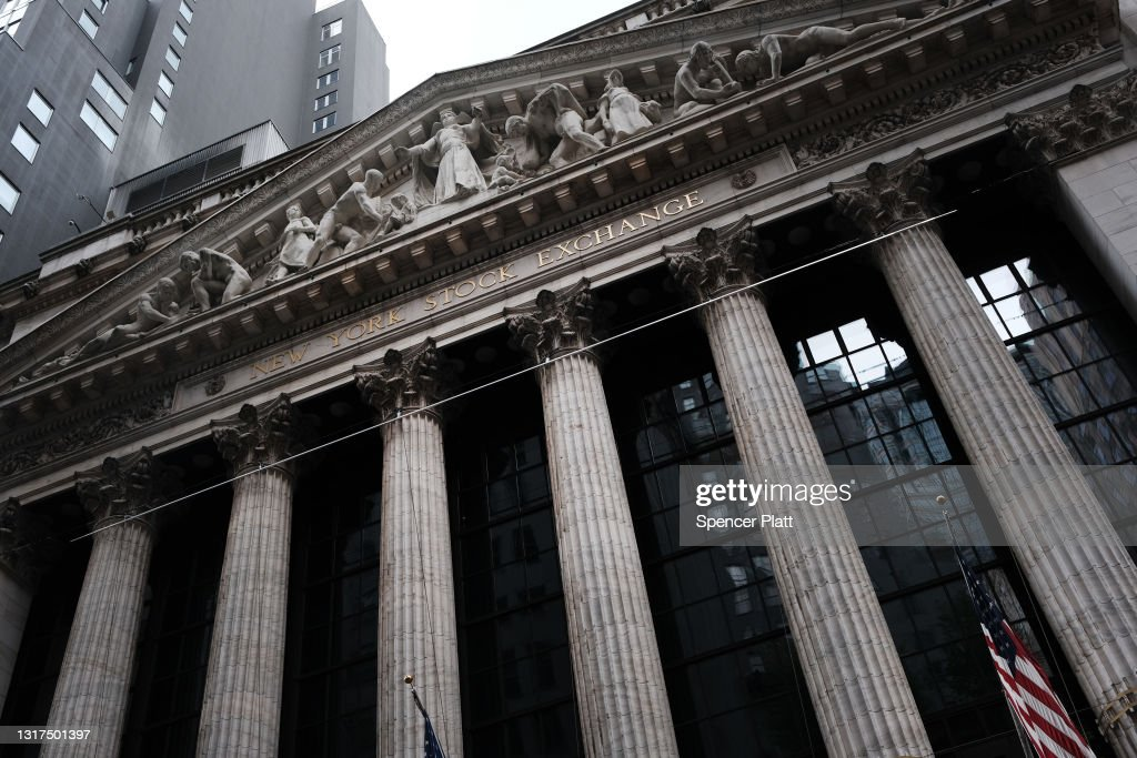 Sell In Tech Stocks Sends Markets Down Sharply : News Photo