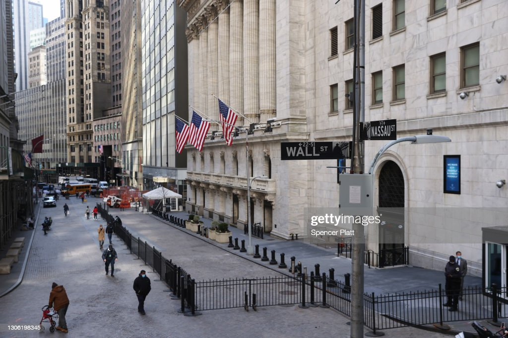 Markets Rally On Promising Pandemic News : News Photo