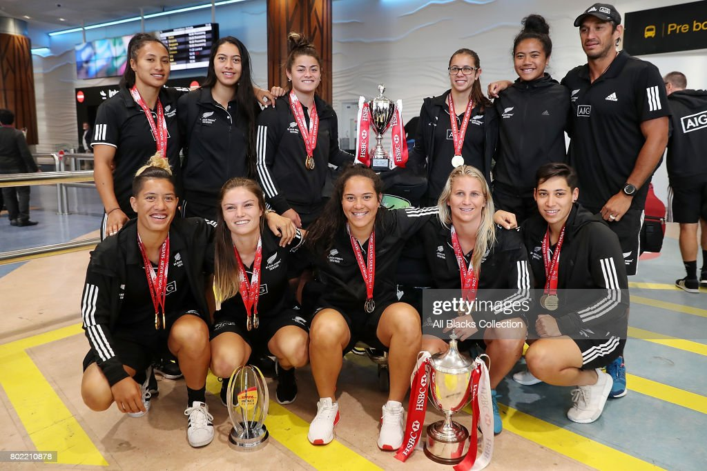 Black Ferns Sevens Arrival In Auckland With Sevens World Series Trophy : News Photo