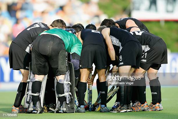 The New Zealand team gather together before the World Cup Pool A match between Argentina and New Zealand at the Warsteiner Hockey Park on September 6...