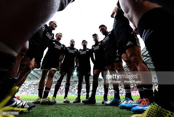 The New Zealand team huddle following the pool match between New Zealand and Russia on day one of the HSBC Paris Sevens at the Stade Jean Bouin on...