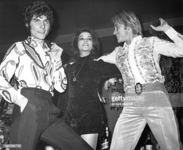 The newest fashion trends are presented by 'Hair'Performers Bernd Krieger and Lyvia Bauer at a midnight fashion show in Berlin on 26 November 1969 |...