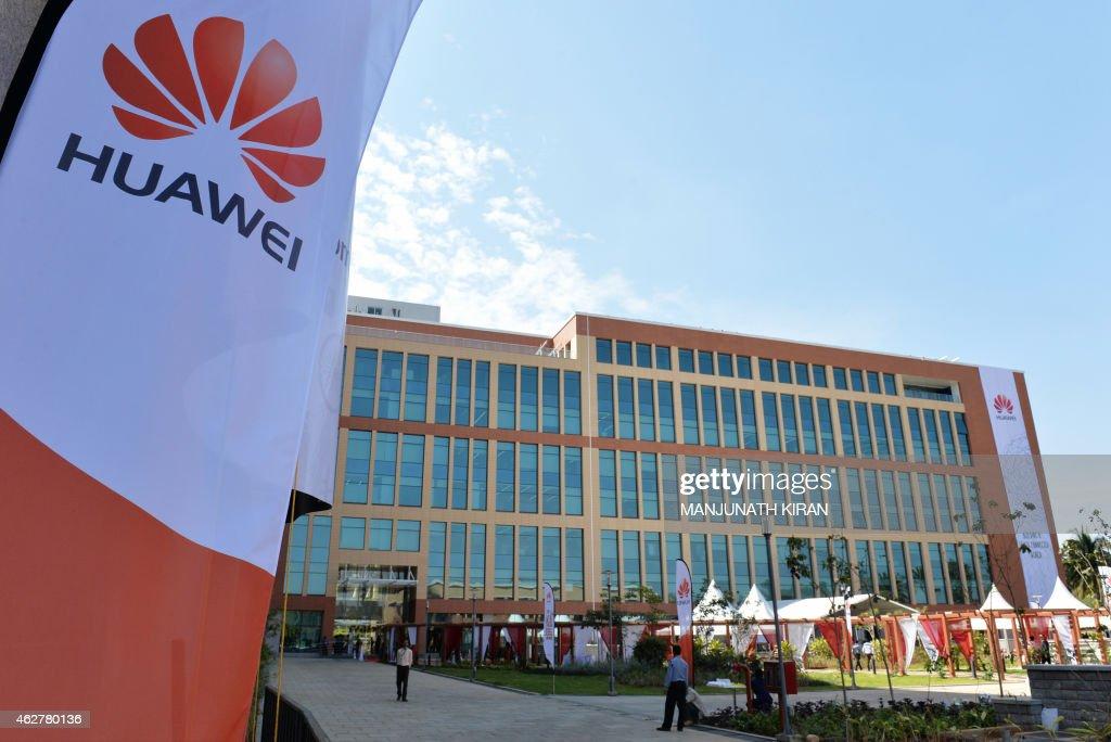 INDIA-CHINA-BUSINESS-TELECOM : News Photo