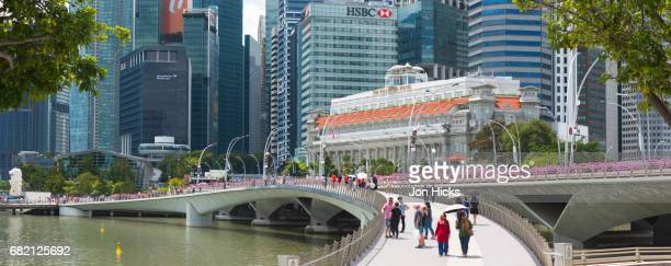the newly opened jubilee bridge on marina bay commemorating singapore's 50th birthday. - 50th birthday stock pictures, royalty-free photos & images