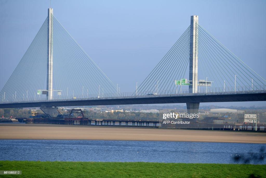 BRITAIN-CONSTRUCTION-TRANSPORT-BRIDGE : News Photo
