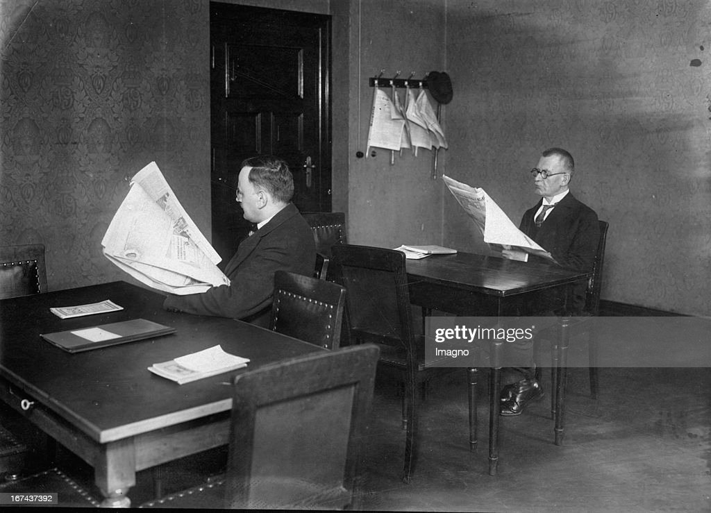 The newly opened reading room of the Berlin Court of Appeal. About 1930. Photograph. (Photo by Imagno/Getty Images) Das neueröffnete Lesezimmer des Kammergerichts Berlin. Um 1930. Photographie.